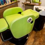 座席を移動せず洗髪が可能